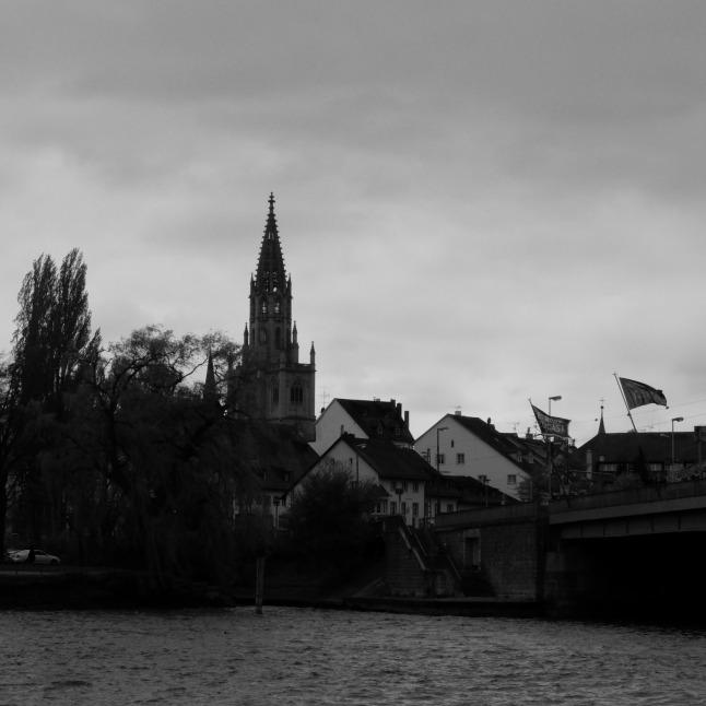 Münster vor düsterem Himmel