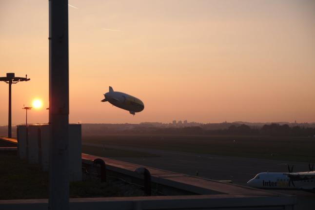 Zeppelin im Sonnenuntergang