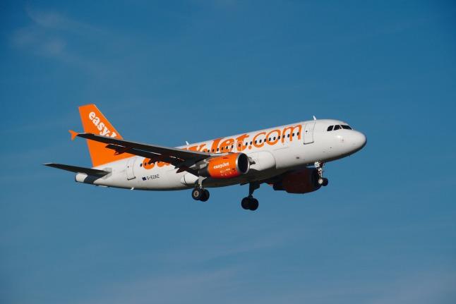 easyJet A319 landend (G-EZAZ)