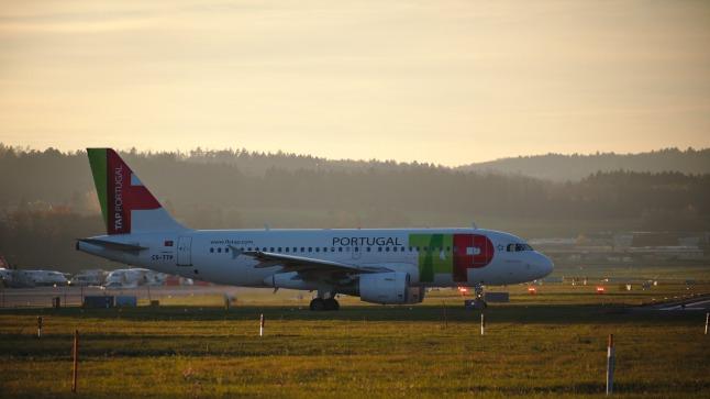 Portugal A319 rollt auf die Startbahn (CS-TTP)
