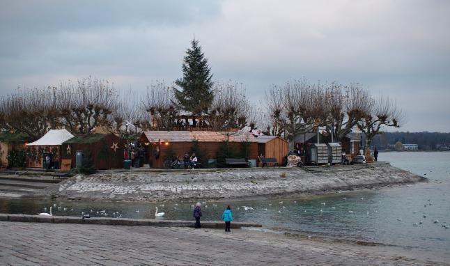 Weihnachtsmarkt von hinten