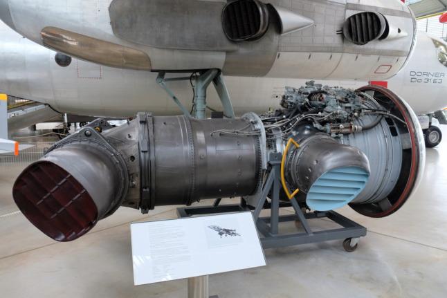 Turbine mit schwenkbarem Luftaustritt